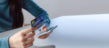 credit card on mobile-1